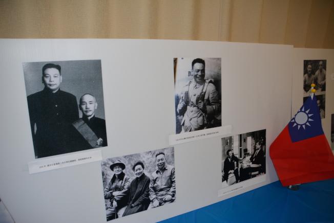 圖片展透過不同視角展示蔣經國先生生平。(記者高梓原/攝影)