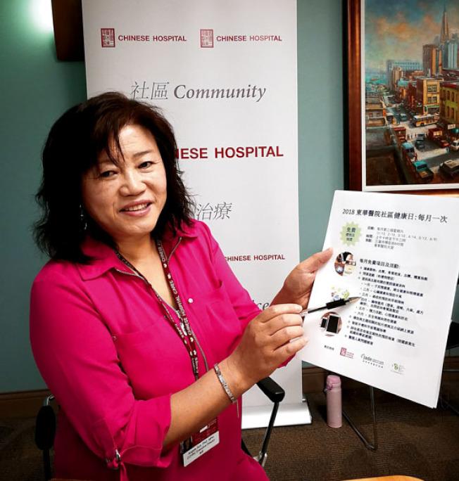 華人社區資源中心執行主席孫潔博士向記者介紹社區健康日的活動特色。(記者黃少華/攝影)