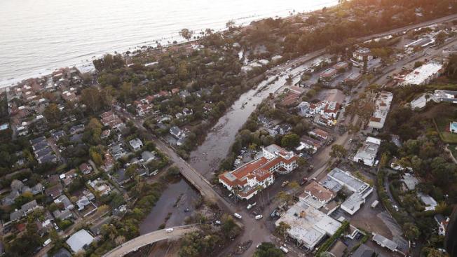 從空中拍到的一條「河」,其實竟是101號公路。(洛杉磯時報)