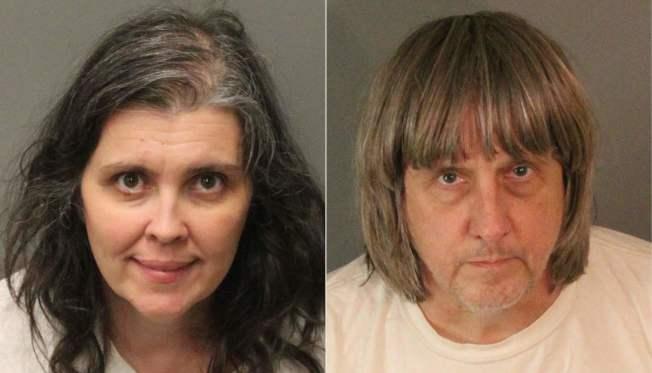 57歲大衛‧特爾賓(David Allen Turpin)與49歲妻子露易絲‧特爾賓(Louise Anna Turpin)均以虐待、危害兒童安全等罪名被捕並移送法辦。(Getty Images)