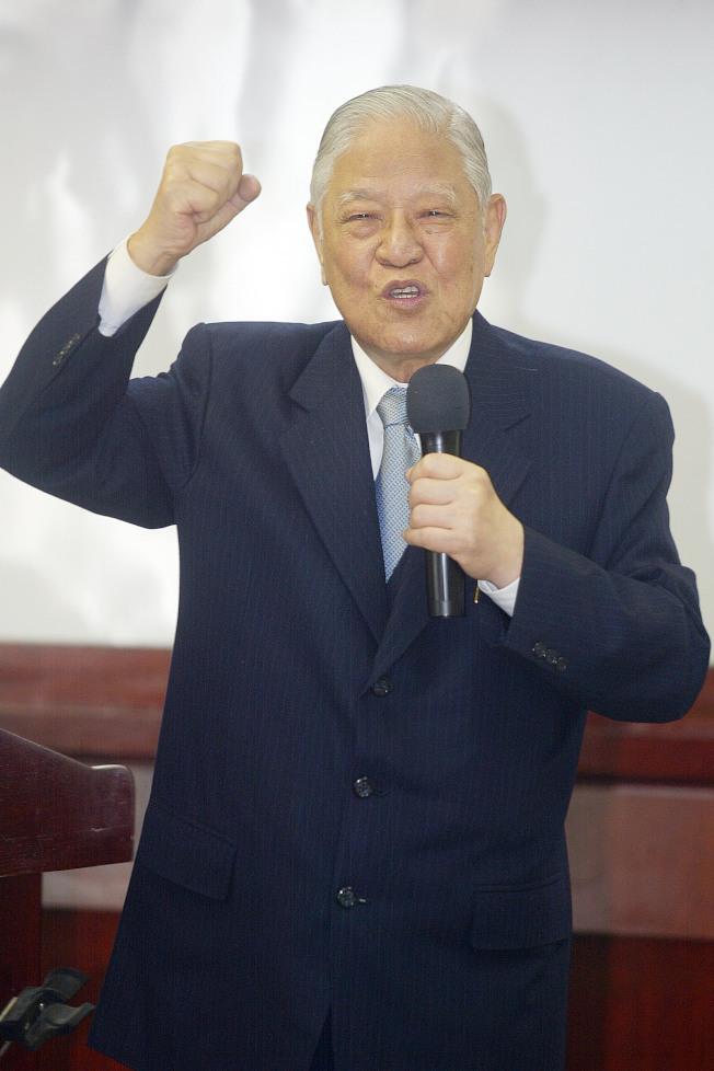 2009年,前總統李登輝接受日本右翼作家小林善紀專訪時,說馬英九不是壞人,但是政治白癡。(本報資料照片)