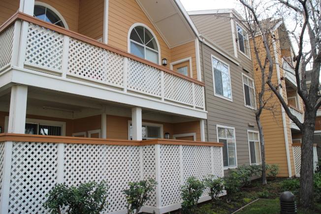 貝律耶沙房屋產品多元,獨棟屋(house)、連棟屋(townhouse)與公寓(condominium)等住宅類型都可以找到。(記者張毓思/攝影)