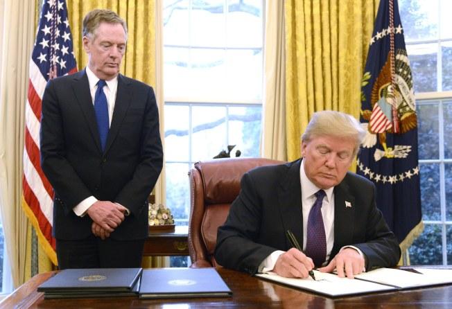 美國總統川普簽署命令,將對進口洗衣機和太陽能電板加徵關稅。(歐新社)