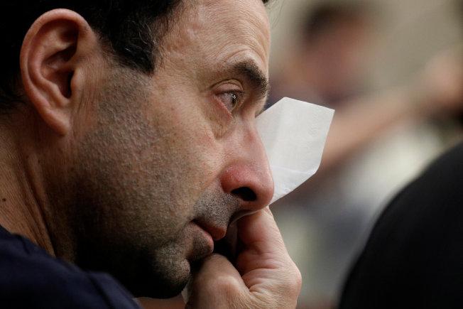 納瑟在庭上聆聽被害人陳述時,不禁拭淚。(路透)
