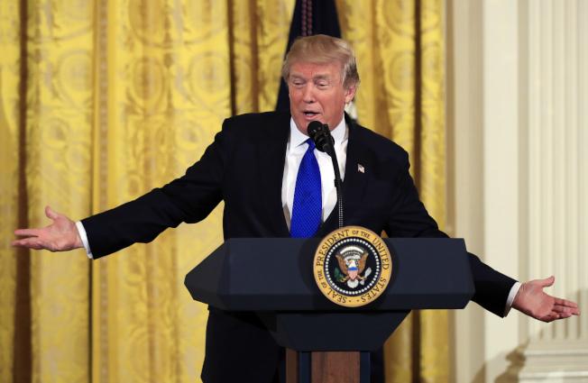 川普總統24日在白宮向市長演說時表示,他對夢想生獲得公民權的管道,將持開放態度。(美聯社)