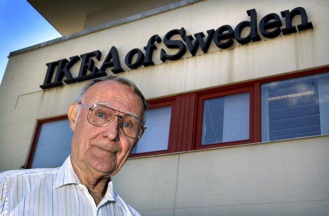 宜家家居(IKEA)創辦人坎普拉2002年在該公司瑞典總部所攝的檔案照。(法新社)