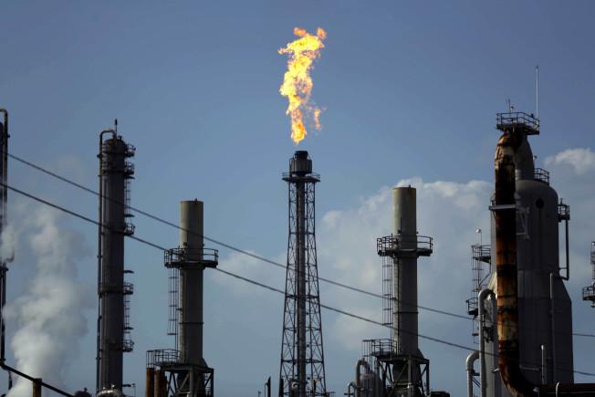 德州煉油廠產量驚人。(美聯社)