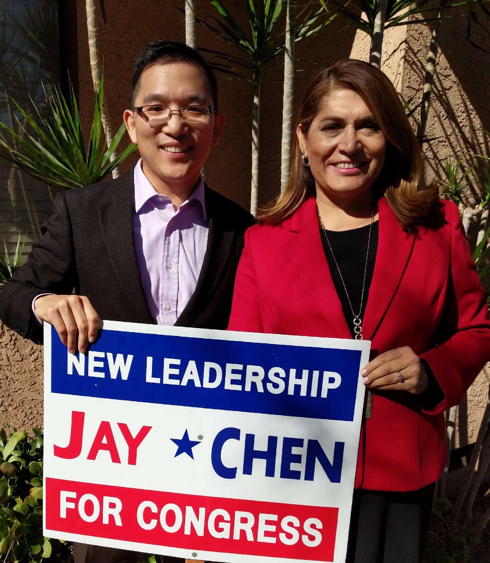 陳介飛與加州女眾議員絲薇爾(右)合影。(陳介飛提供)