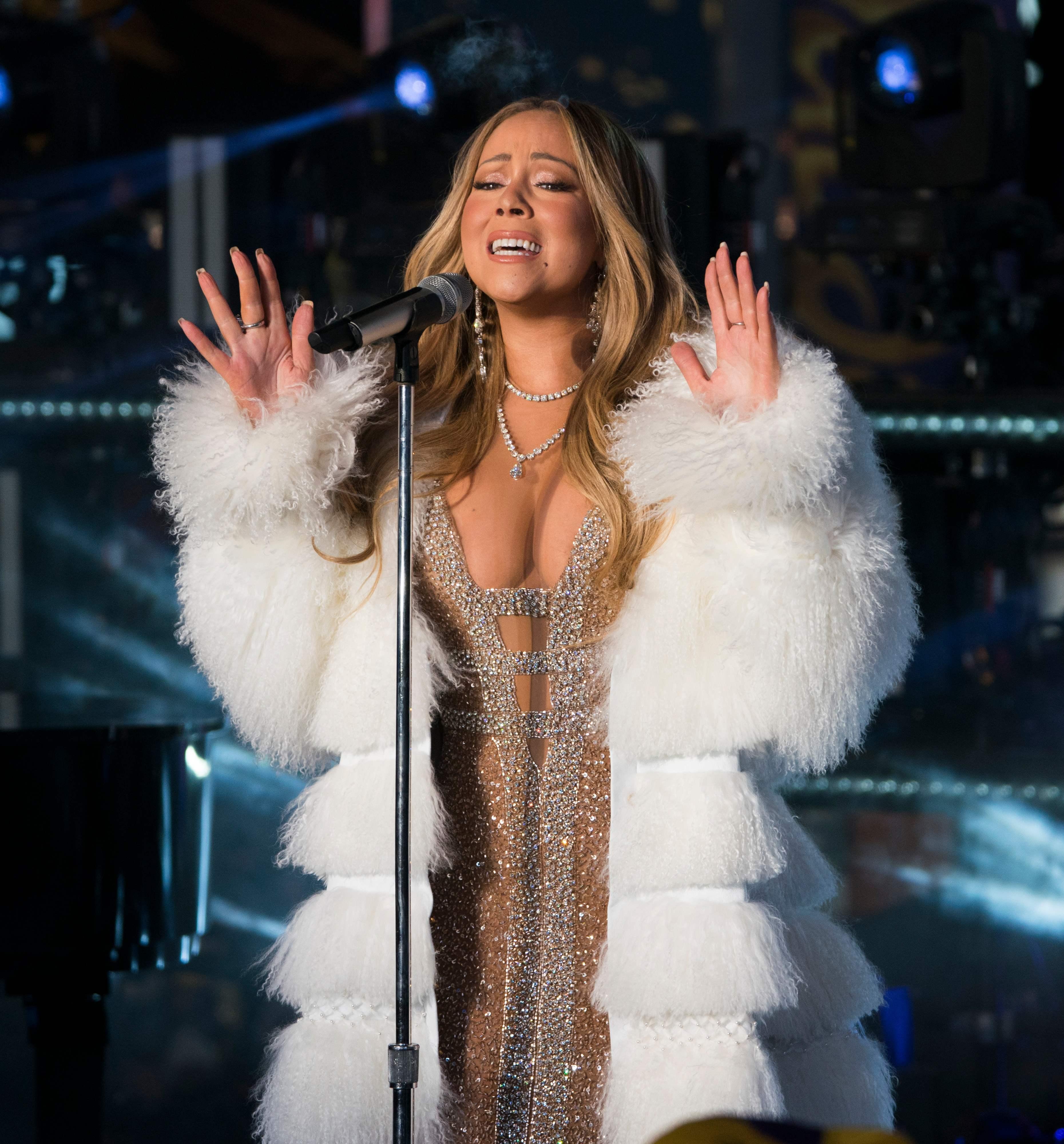 瑪麗亞凱莉重回時報廣場演唱,洗刷去年假唱事件。(Getty Images)