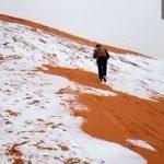 撒哈拉沙漠竟成銀色世界 居民樂滑雪