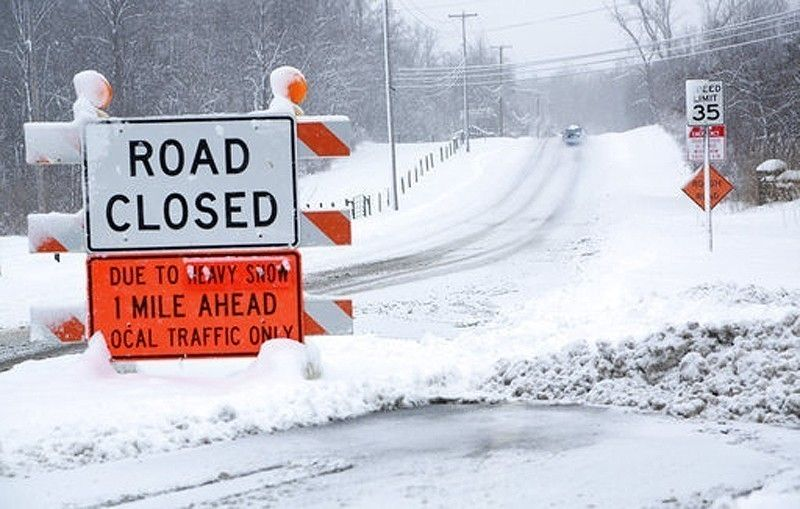 極地冷氣團直撲美國中部地區,俄亥俄州因積雪封閉道路。 美聯社