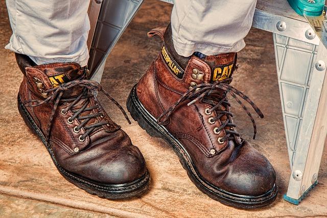 穿著靴子過機場安檢穿脫十分不便。(Pixabay)