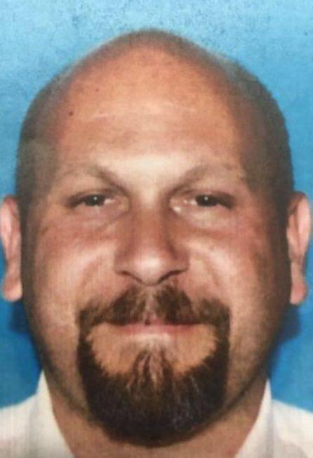 目前警方将格兰岱的牧师Douglas Rivera列为嫌疑人, 并等待其向警方自首。(柯汶纳警方提供)