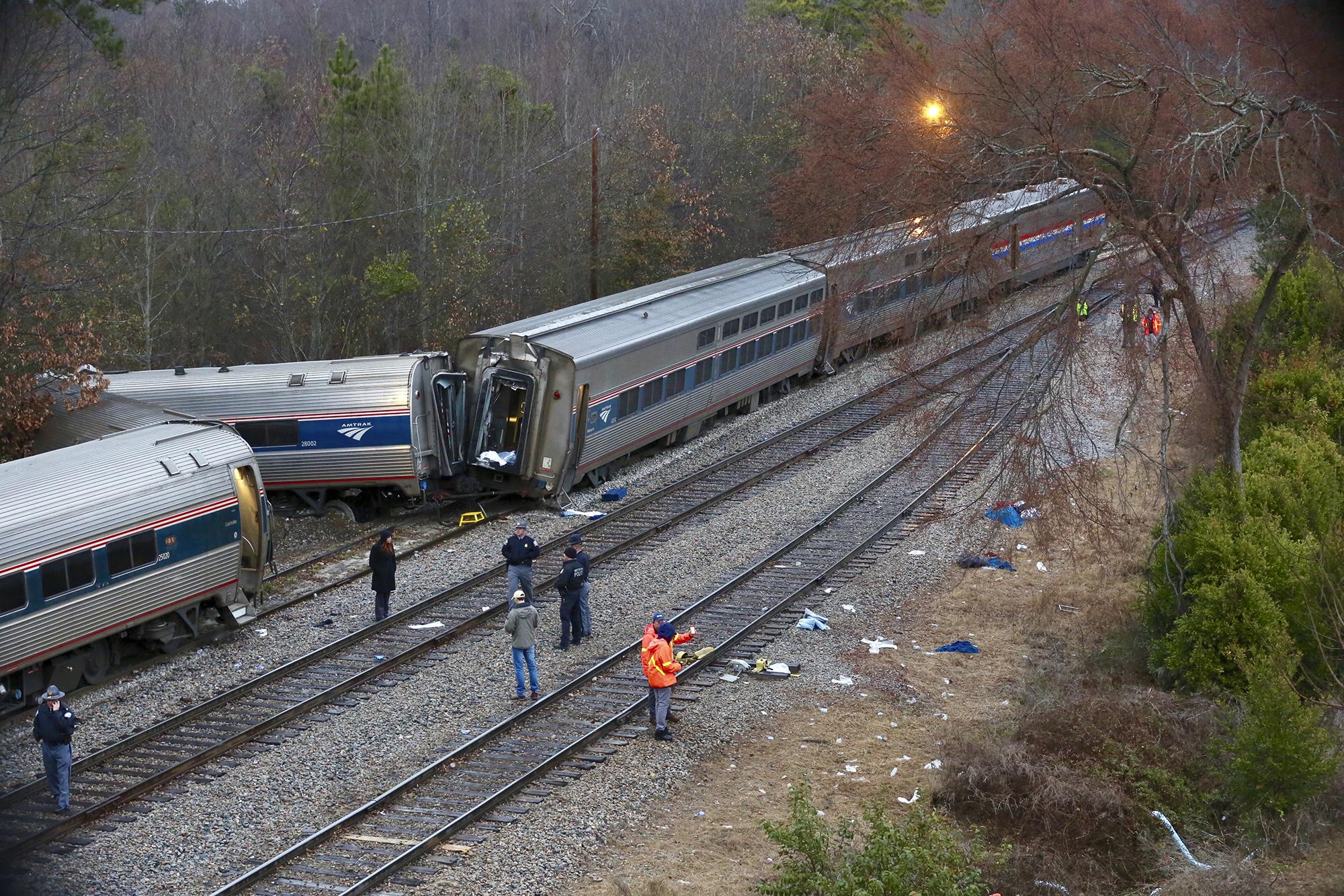 美鐵一列載客列車跟一列貨運列車相撞,造成至少2死70傷。 (美聯社)
