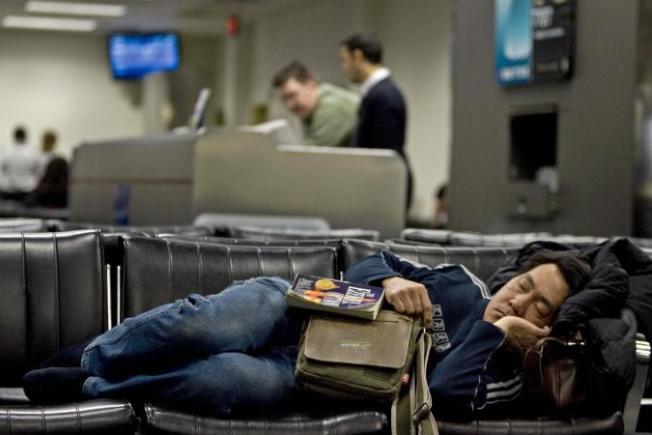到了新時區,白天強迫自己保持清醒,可以較快適應新時間。(Getty Images)