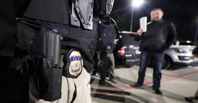聯邦移民探員在北德州及奧克拉荷馬州逮捕無證移民。(移民及海關執法局)