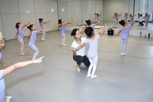 魏東升新星舞蹈學院。