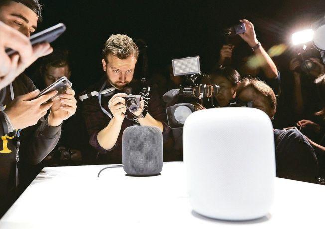 蘋果首款智慧音箱HomePod上市,促使智慧音箱產業將進入戰國時代。(美聯社)