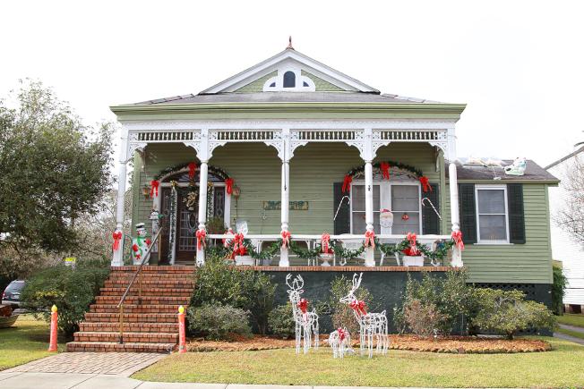 聖誕節裝飾的住宅。