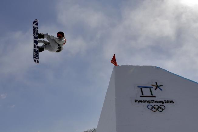 冬奧坡面障礙技巧男子組比賽,美國小將瑞德.傑拉德奪美國首金。(美聯社)