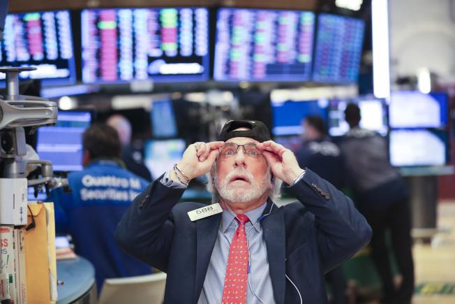 全球股市惊心动魄,美股4天内2度狂泻逾千点,欧亚股市也遭殃。(新华社)