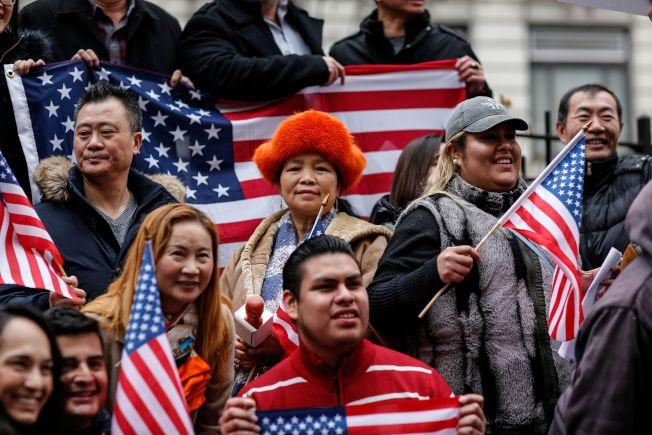 包括華人在內的各族裔10日在紐約市集會,抗議川普政府的移民政策。(Getty Images)