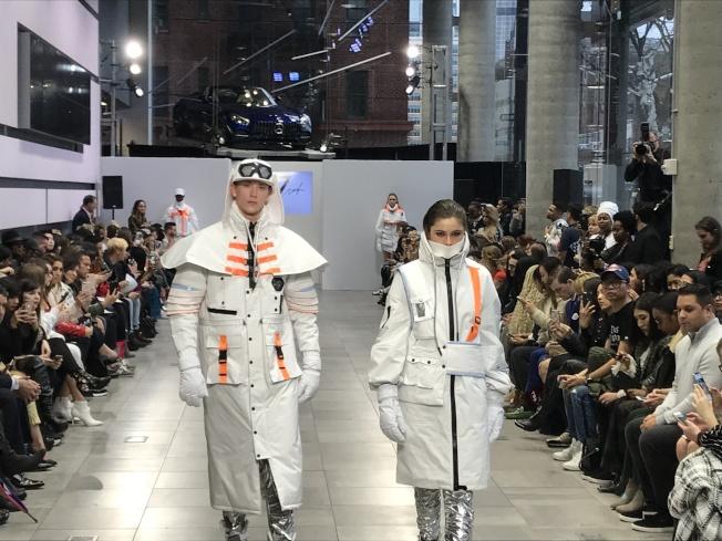 7Crash以極具科技太空感的服裝開場,盡顯浩瀚宇宙的神祕感。(記者俞姝含/攝影)