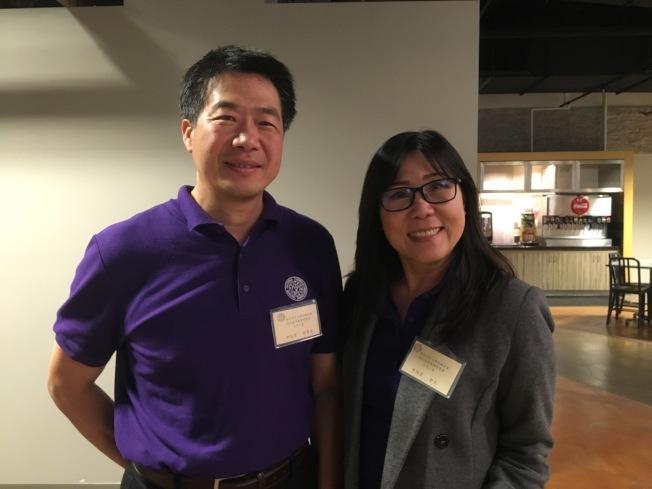 南加州中文學校聯合會會長黃錦雲(右)與副會長洪信哲(左)。(記者謝雨珊╱攝影)