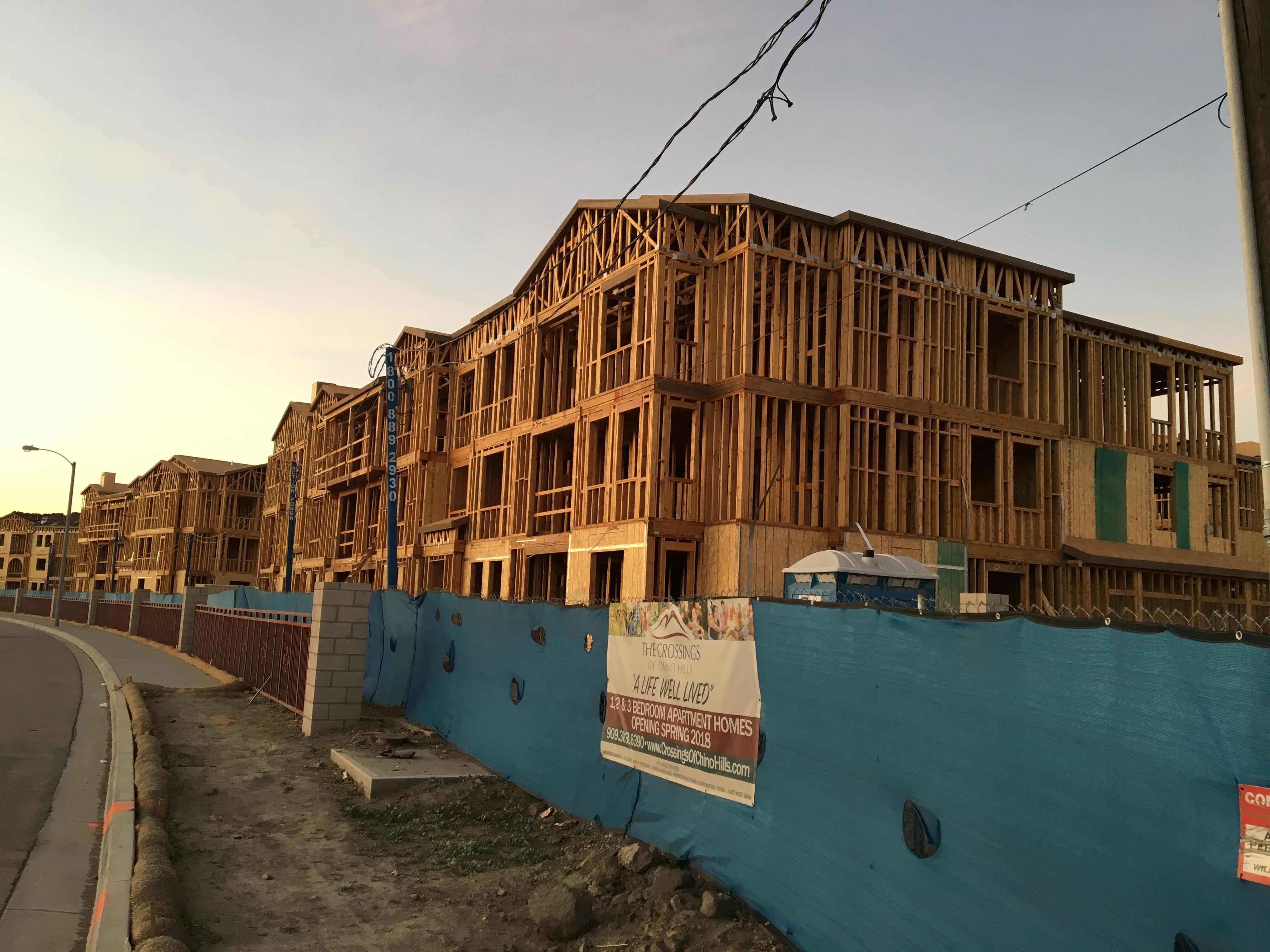 位於奇諾岡市71號公路附近,比鄰印度神廟,市府批准建設高密度住宅,引發當地居民嗆聲。(記者啟鉻/攝影)