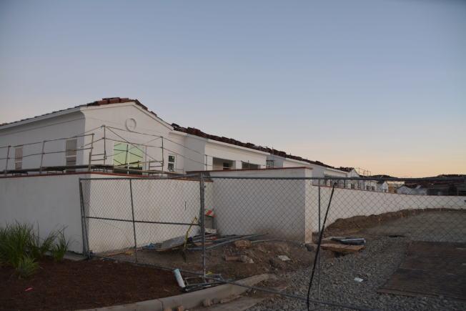 奇諾岡市因發展較早現待開發土地近罄,只能開發高密度公寓,引發詬病。(記者啟鉻/攝影)