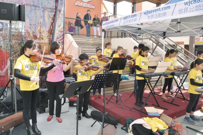 現場的新春音樂會準備多種類型的歌曲,讓台上台下都很盡興。(記者林亞歆/攝影)