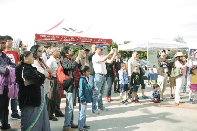 不少家長帶著孩子到場參加新春音樂會。(記者林亞歆/攝影)