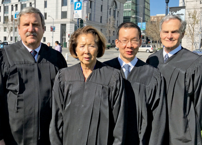 被四公辯律師參選挑戰的四法官,包括羅斯(右起)、鄭元松、李明美及卡諾。(記者李秀蘭/攝影)