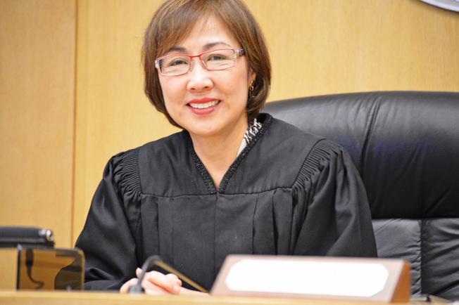舊金山退休法官鄧孟詩呼籲華裔選民在6月選舉中投票,支持受到挑戰的四名法官留任。(本報檔案照片)