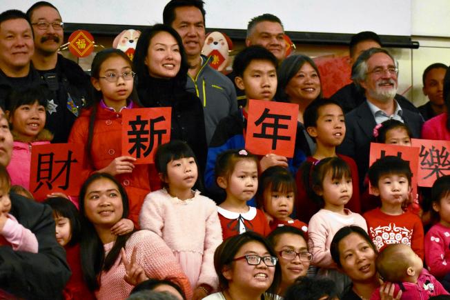 60個華埠散房家庭獲安排晚宴,歡度農曆新年。(記者李秀蘭/攝影)