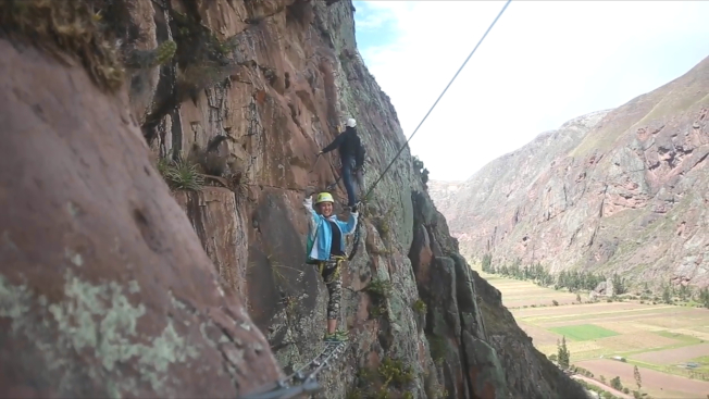 遊客必須攀爬400多公尺才能抵達玻璃旅館,過程驚險刺激。(取材自Natura Vive)