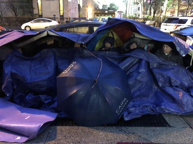 包厘街85號租客絕食抗議進入第四天。(記者洪群超╱攝影)