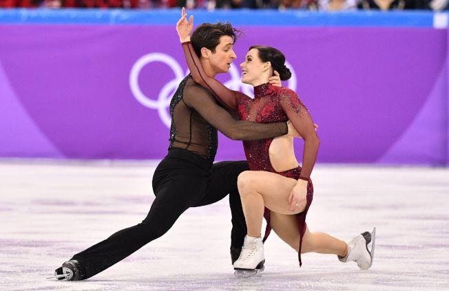 加拿大雙人冰舞組合莫伊爾(Scott Moir,左)和隊友薇楚(Tessa Virtue,右),強勢擊敗尋求衛冕的俄羅斯隊與美國隊,幫助加拿大贏得平昌冬奧金牌。Getty Images