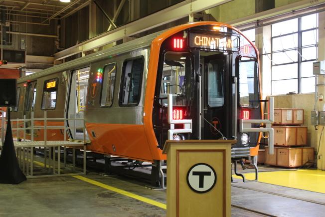 中國中車集團設於麻州春田市的廠房計畫今春啟動,製造麻州捷運署(MBTA)訂購的第一批橙線地鐵全新車輛。圖為橙線新車輛模型。(本報資料照)