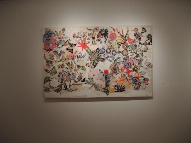 宋昕用剪紙拼貼和絢麗的色彩展現文化與社會議題。(記者俞姝含/攝影)