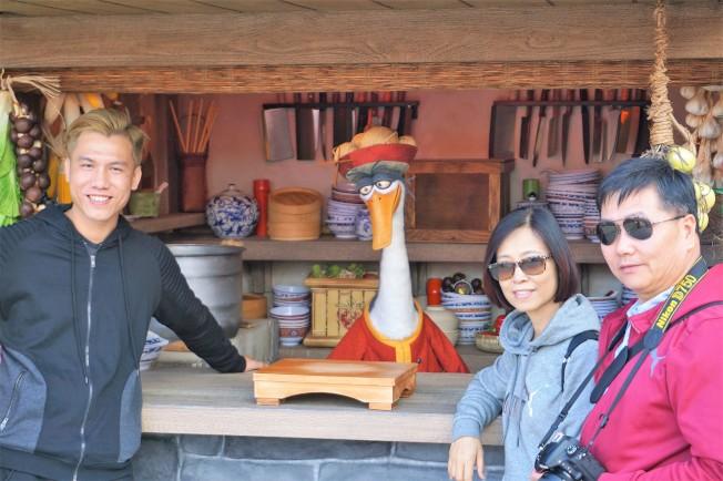 「功夫熊貓」裡開麵館的鵝爸爸,首次把麵館開到環球影城迎接新年。(記者馬雲/攝影)