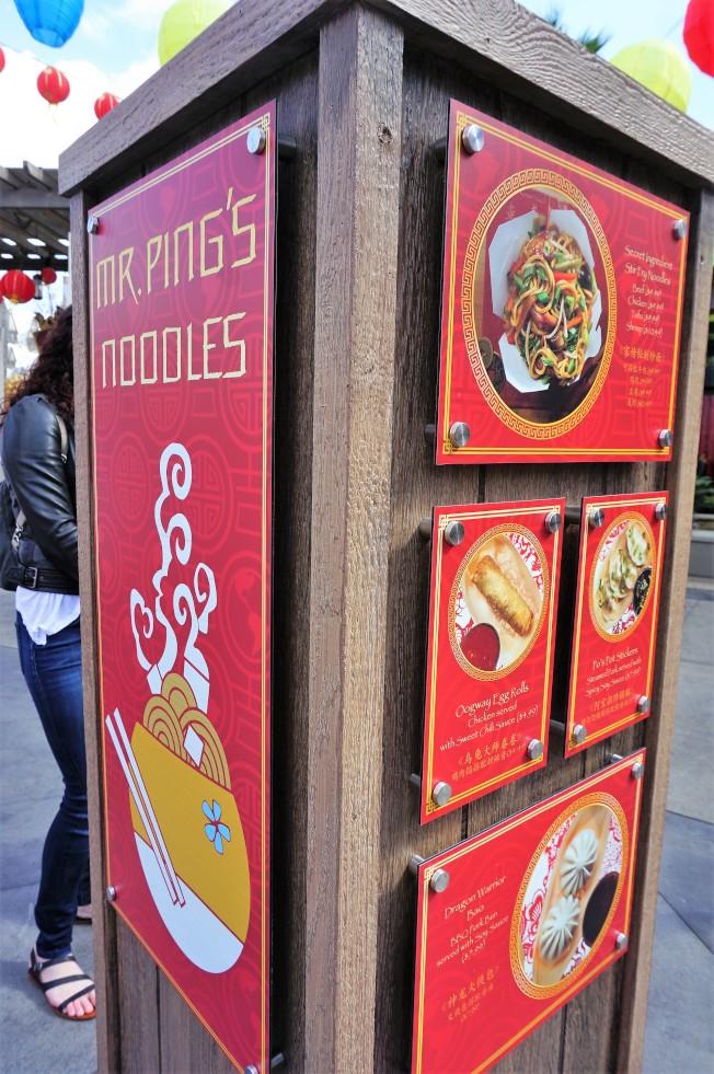 平先生的麵館有中餐銷售。(記者馬雲/攝影)