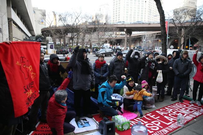 租客代表宣布絕食抗議暫時停止,但抗爭將持續到租客回家。(記者洪群超/攝影)