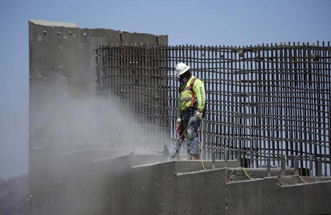 川普宣布1.5兆基礎建設預算。(美聯社)