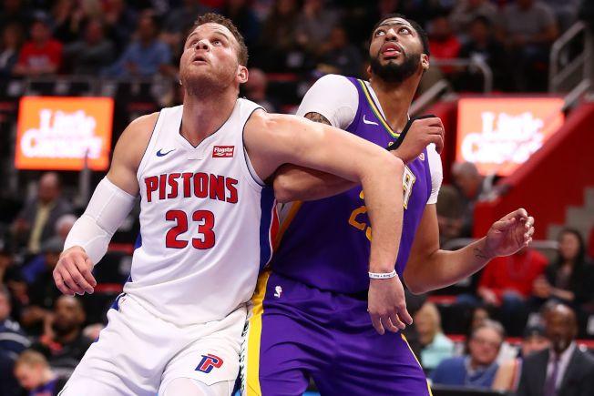 戴維斯(右)和葛瑞芬(左)準備卡位搶籃板。(Getty Images)