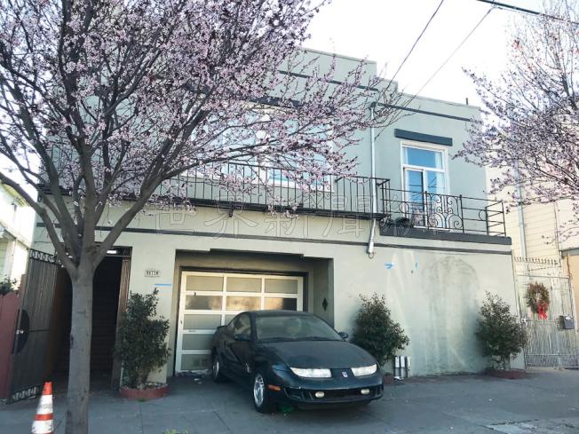 這棟位於灣景區Revere街的單家庭住宅,被違例分割成七個單位,租給退伍軍人。(記者李秀蘭/攝影)