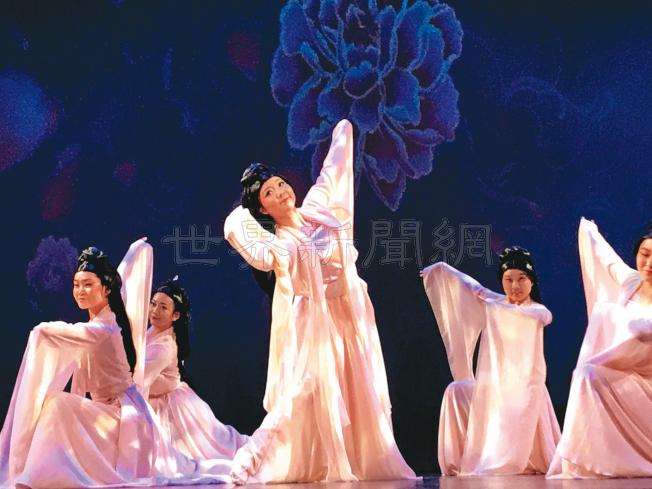 舞蹈演員楊洋(中)領舞「佼人吟」。(記者黃少華/攝影)