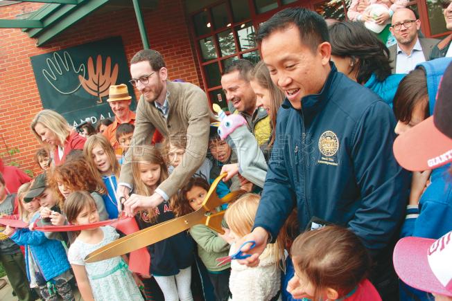 威善高和邱信福等官員出席藍道博物館的重新開幕剪綵。(記者李晗/攝影)