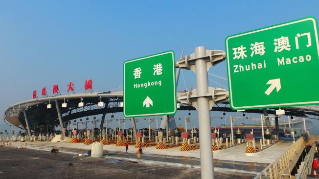 港珠澳大橋主體工程順利完成,日前通過交工驗收,即將通車。(新華社)