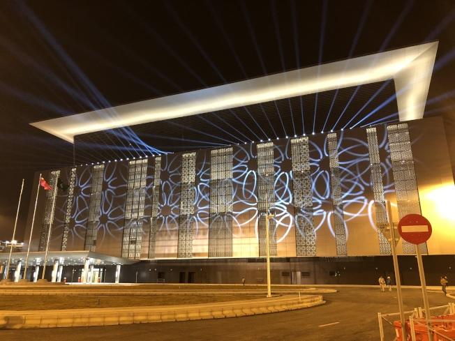 夜幕下的港珠澳大橋澳門口岸燈火輝煌。 (中新社)